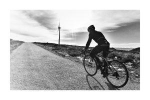 Ciclista na montanha